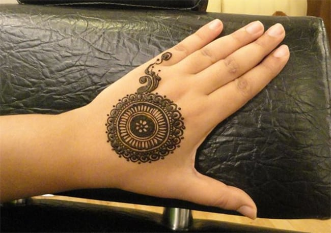 Cute Arabic Circle Mehndi Designs for Eid 2016