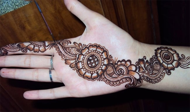 Easy Circle Mehndi Designs for Eid Ul Adha