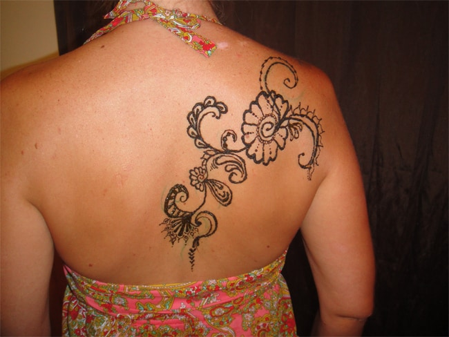 Elegant Arabic Mehndi Designs for Back Shoulder