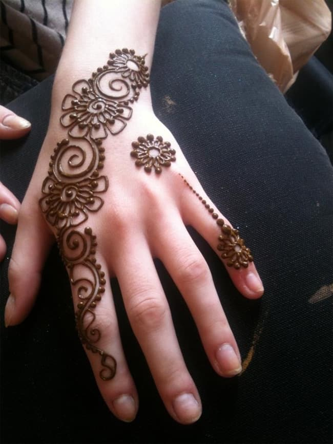 Elegant Simple Henna Designs for Girls
