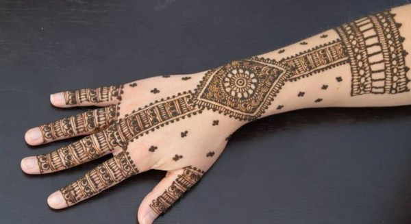 Latest Back Hand Mehndi Designs For Eid Ul Azha