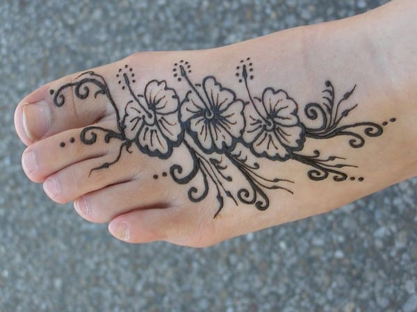 Latest Henna Flowers Designs on Foot