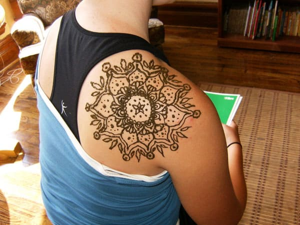 Shoulder Mehndi Design Ideas for Women