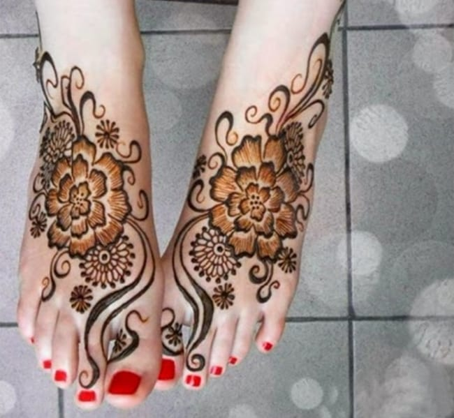 Trendy Girls Eid Ul Adha Mehndi Designs For Feet