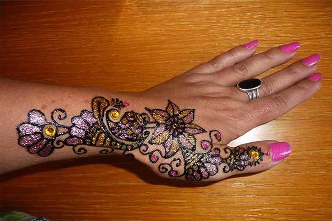 Trendy Glitter Women Mehndi Designs for Party