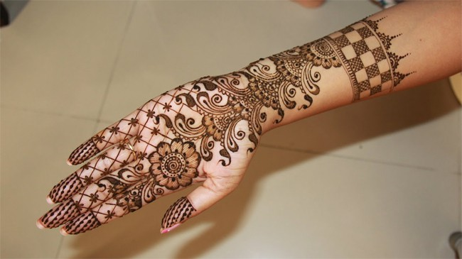 Trendy Mehndi Images for Ladies