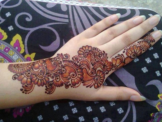Trendy Punjabi Mehndi Design for College Girls