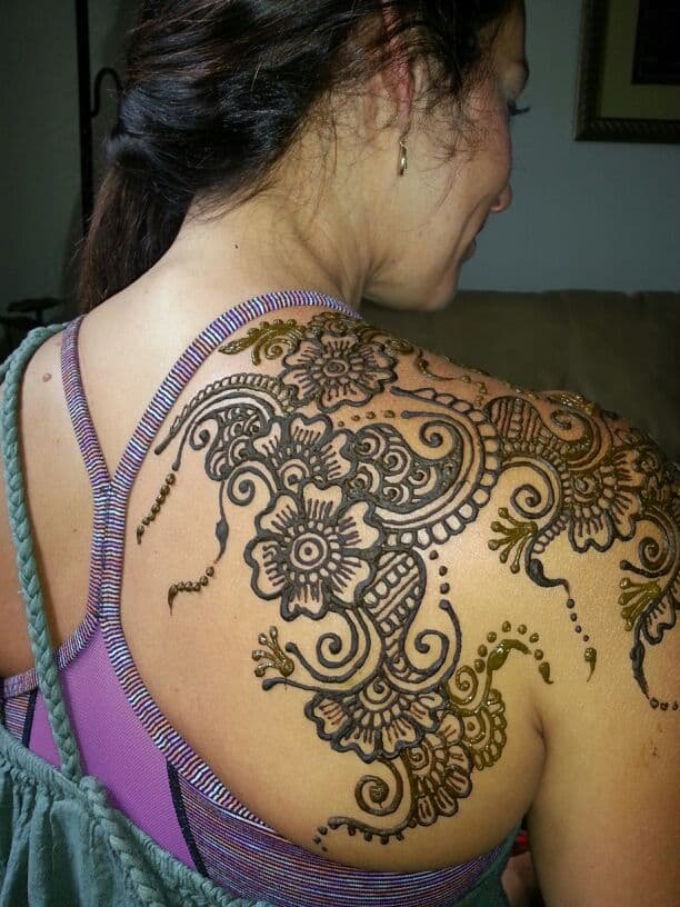 Women Shoulder Henna Designs for Wedding