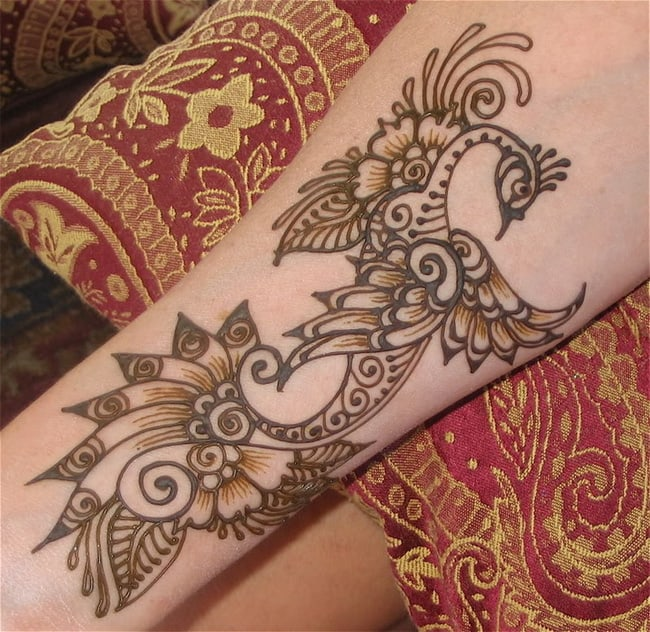 Amazing Peacock Mehndi Design Ideas for Armband