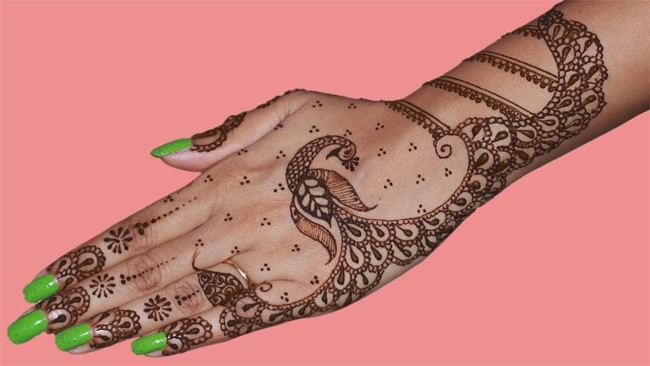 Back Hand Dancing Peacock Mehndi Design Trends