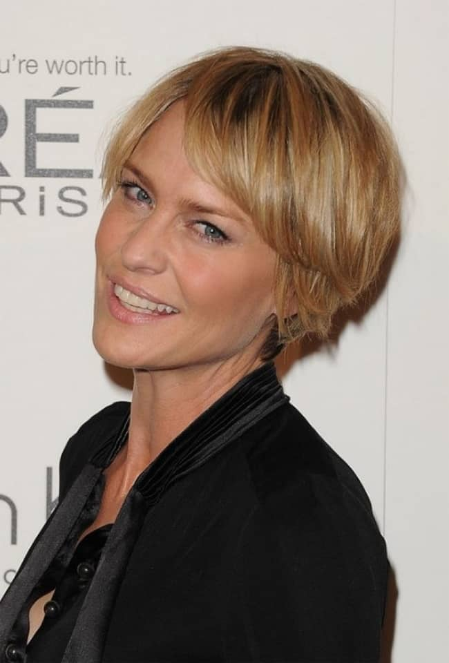 Best Short Hairstyle for Long Faces Over 40