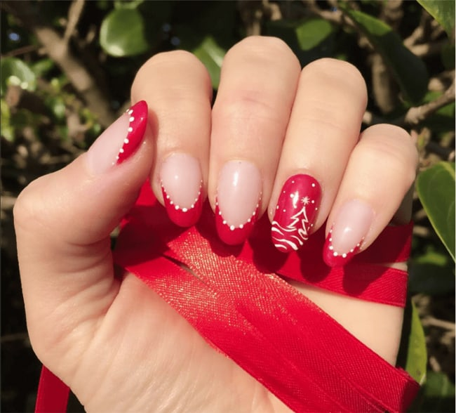 30 Attention-Grabbing Christmas Nail Designs