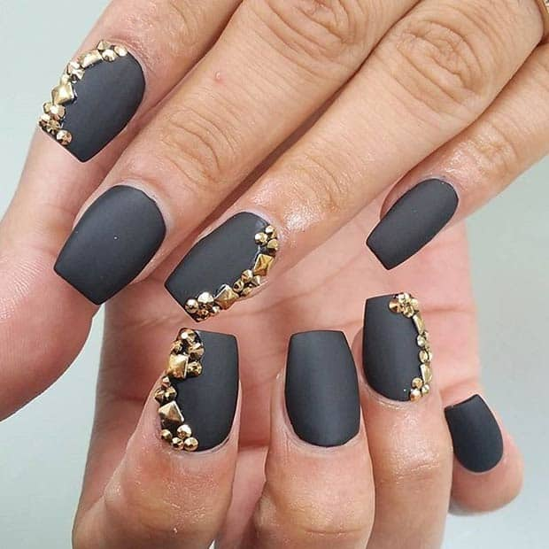 20 astonishing matte nail designs that you will love - Nageldesign beige gold ...