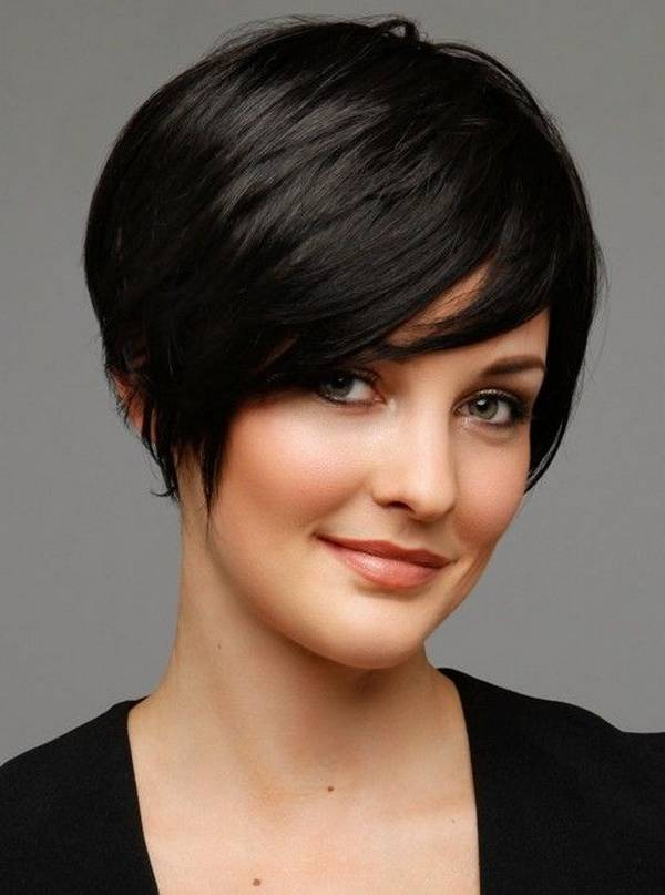 17 Captivating Hairstyles for Round Faces - SheIdeas