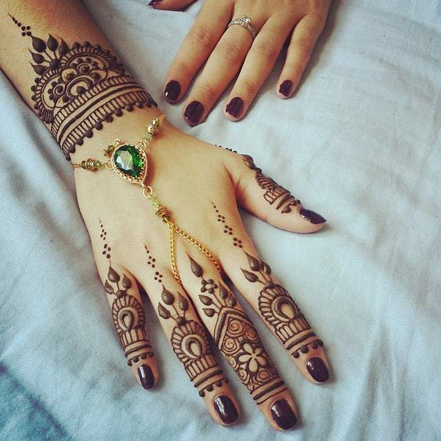 Exclusive Floral and Leaves Mehndi Designs for Wedding
