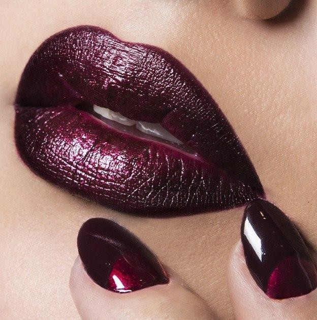 Fantastic Maroon Nail Art and Lips Trend for Wedding