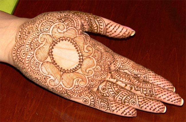 Fantastic Traditional Peacock Mehndi Art for New Year