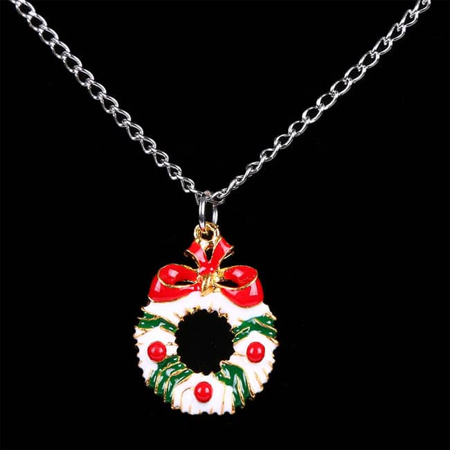 Ladies Wreath Pendant Necklace for Christmas Day