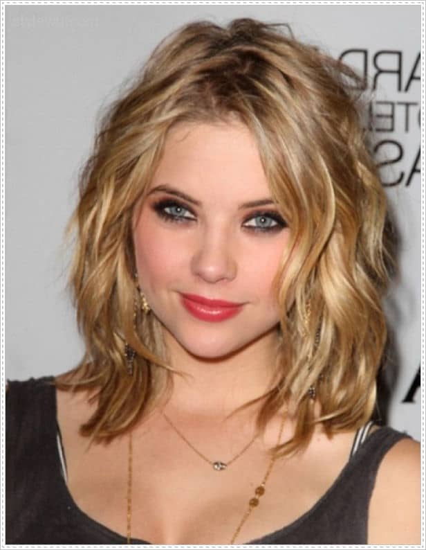 17 Captivating Hairstyles for Round Faces  SheIdeas - Cute Hairstyles For Shoulder Length Hair