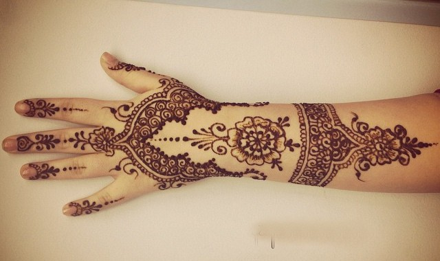 Outstanding Lacy Glove Mehndi Designs for Hands