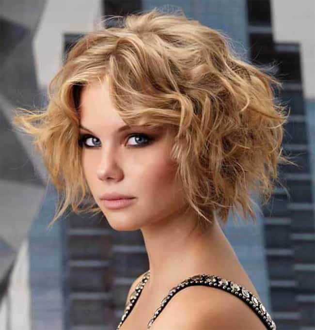 Short Wavy Bob Hairstyle for New Year Party