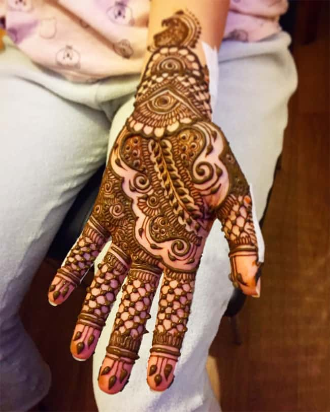 Stylish Arabic Maple Henna Designs for Women