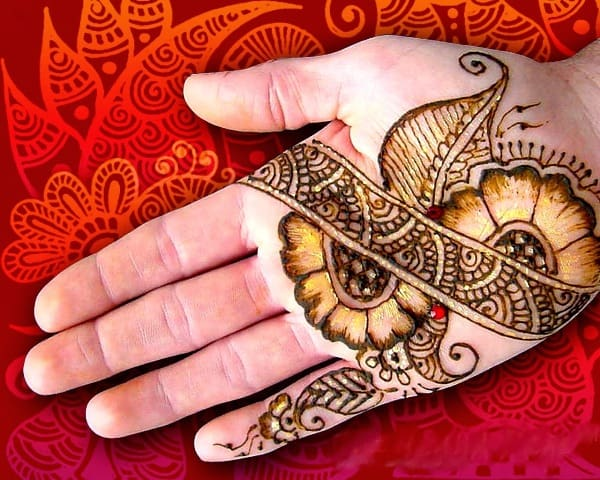 Stylish Traditional Mehndi Design on Front Hand