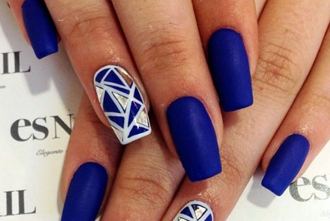 Trendy Blue and White Nail Design Ideas