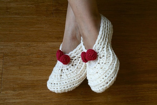 Women Crochet Slippers Pattern for Christmas