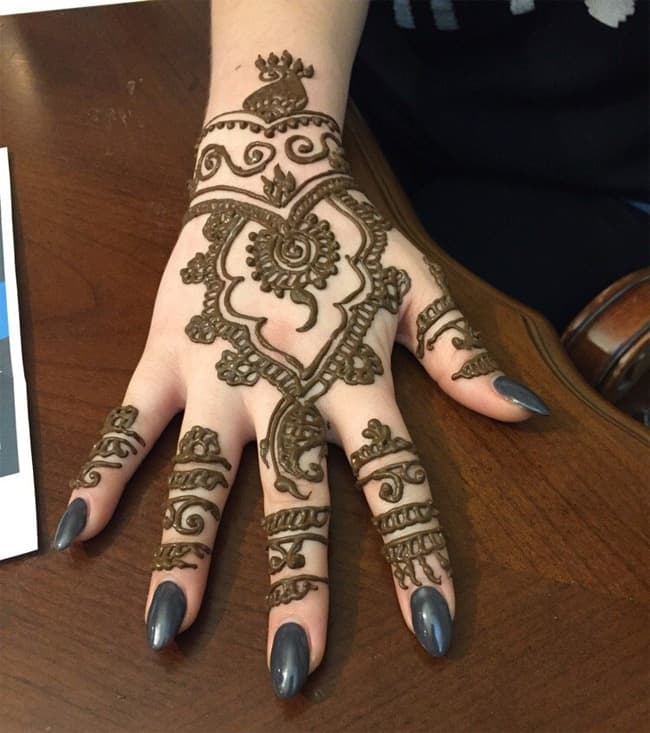 Wonderful Girls Maple Mehndi Design for New Year
