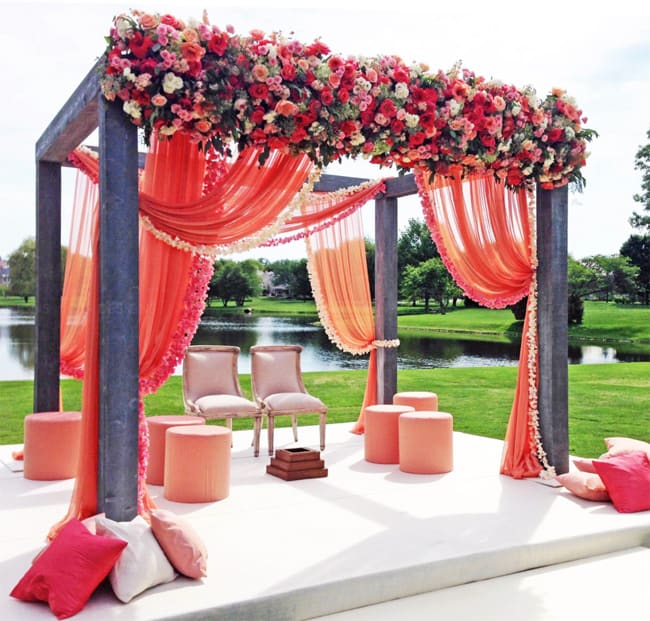 Classic Flower Design Ideas for Wedding Ceremony