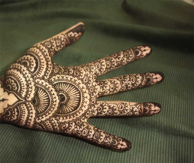 creative-rounded-mehndi-designs-for-full-hands