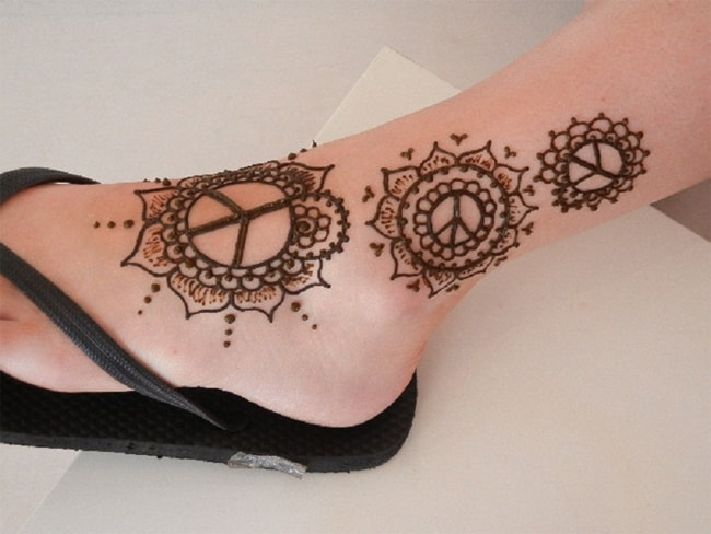 easy-ankle-mehndi-tattoo-trend-for-ladies