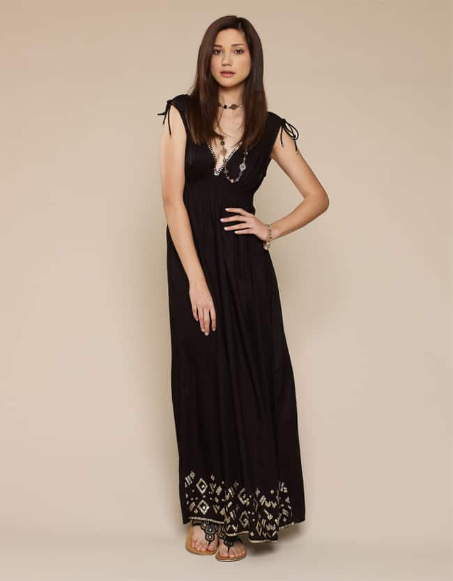 stylish-black-long-maxi-dresses-for-petite-women