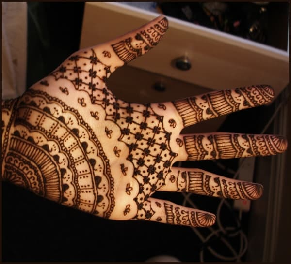 superlative-hand-henna-paste-for-brides-pictures