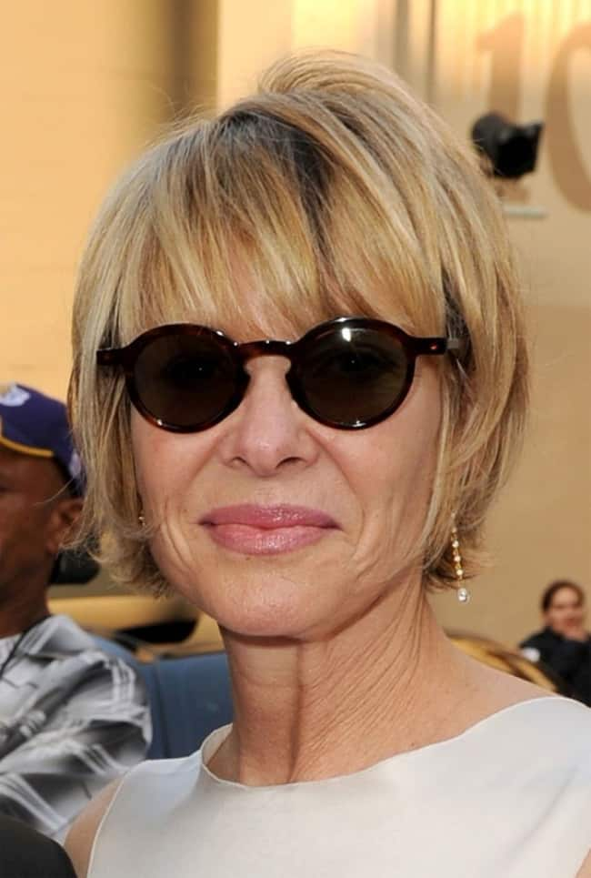 superlative-short-hairstyles-for-women-in-their-50s