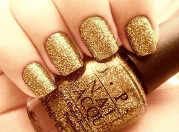 winter-gold-glittering-nail-designs-for-wedding