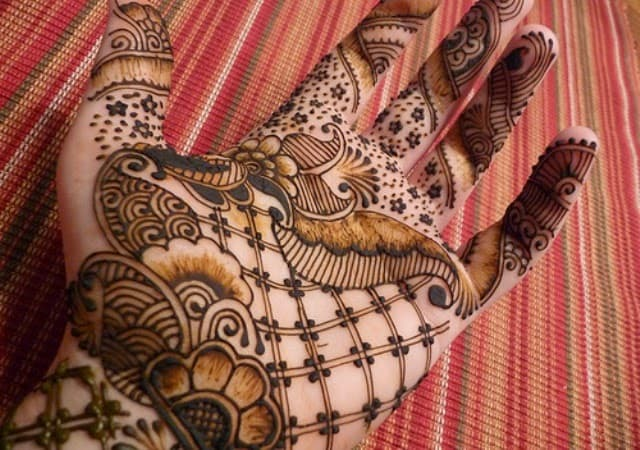 awesome-pakistani-mehndi-designs-for-new-year-2017