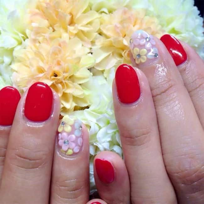 beautiful-red-and-flower-round-nails-art-for-brides