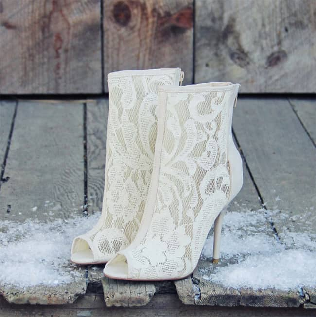 beautiful-white-winter-bridal-shoes-trend