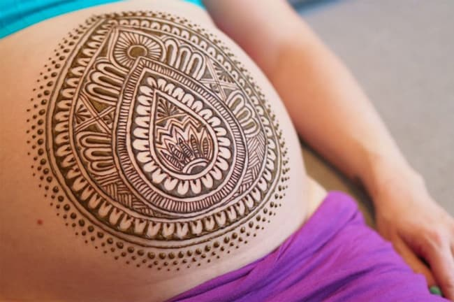 fantastic-female-henna-designs-on-belly-2017