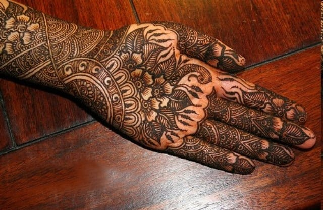 front-hand-marwari-mehndi-designs-for-women