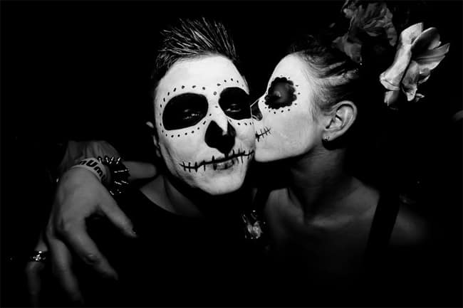 lovely-halloween-girl-and-boy-kissing-pictures