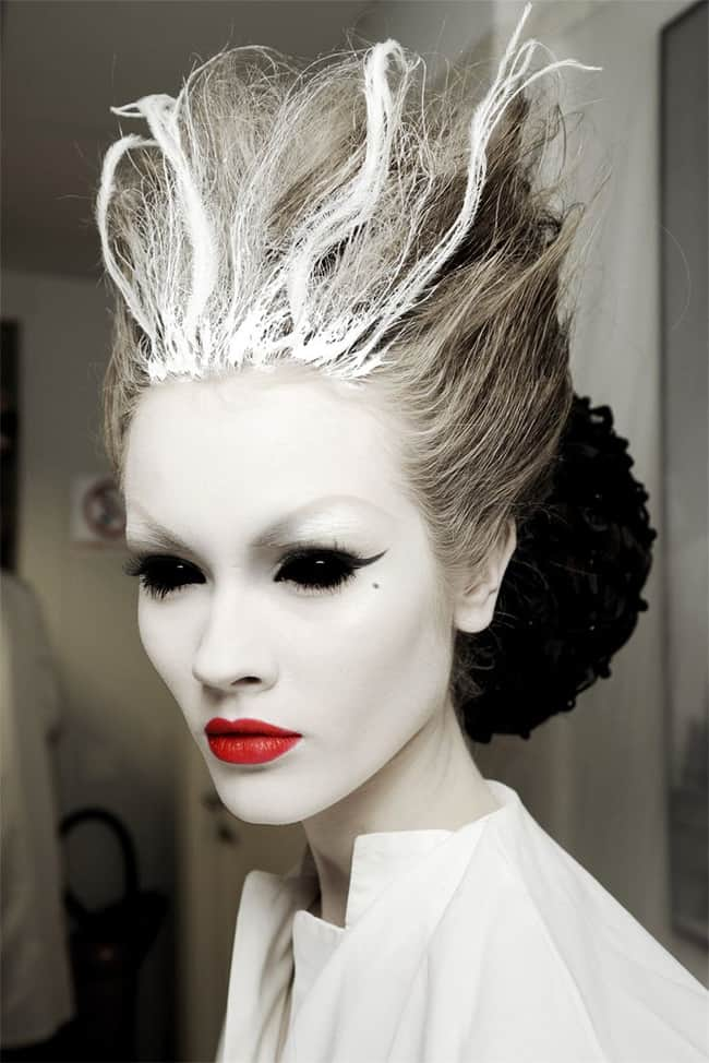 new-black-swan-halloween-hairstyle-ideas-2016