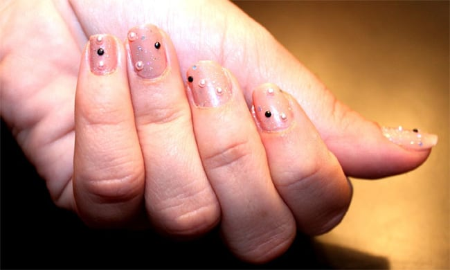 stylish-pink-pearl-nail-art-ideas-for-women