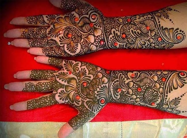 cool-glittering-mehndi-designs-for-gujarati-brides-2017
