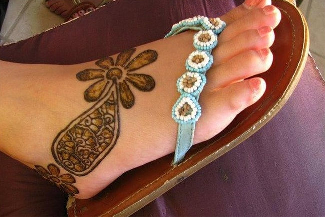 cute-simple-mehdni-designs-for-foot