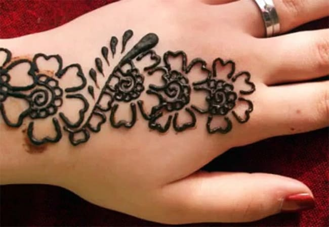 Simple Mehndi Tattoo Hands : A collection of simple mehndi designs for ladies sheideas