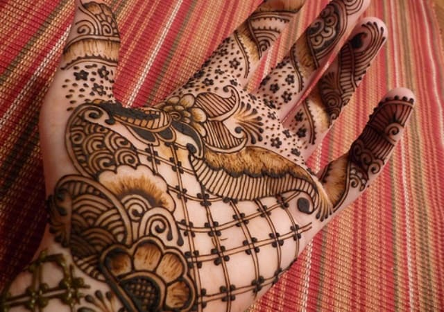 outclass-gujarati-inspired-henna-designs-for-girls