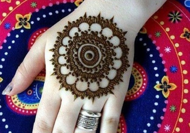 simple-arabic-mehndi-designs-for-women-2017